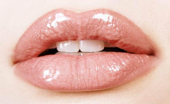 http://stylistaz.com/wp-content/uploads/2009/10/fake-fuller-lips.jpg