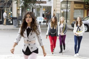 pretty-little-liars-season-4-summer-finale-aria-joins-magic-trick